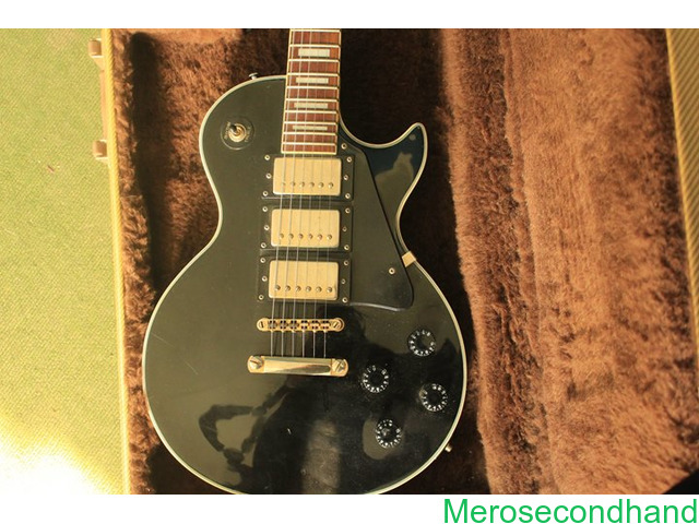 Gibson les paul - High copy with hard cover guitar on sale at kathmandu - 4/4