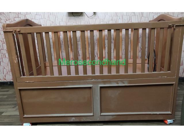 Baby crib - 2/2